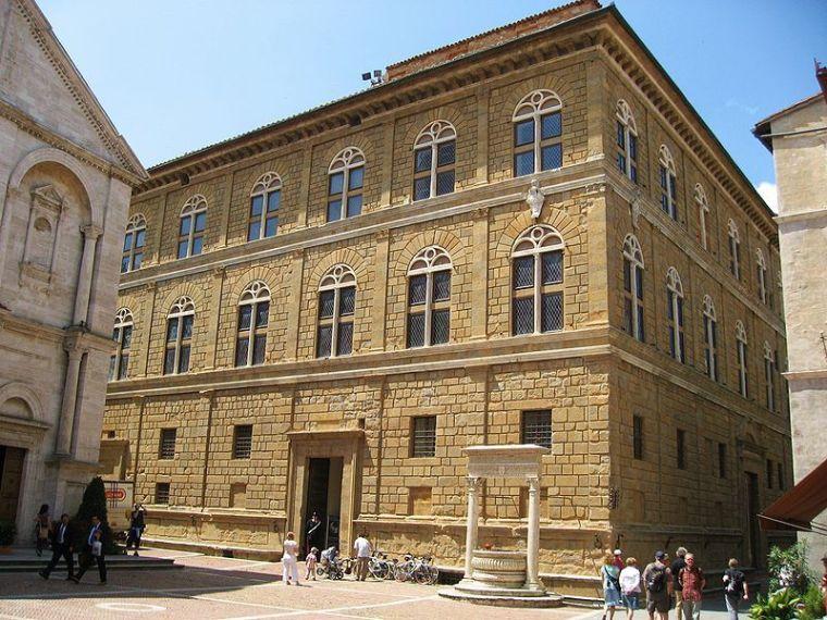 800px-Palazzo_Piccolomini_Pienza.jpg