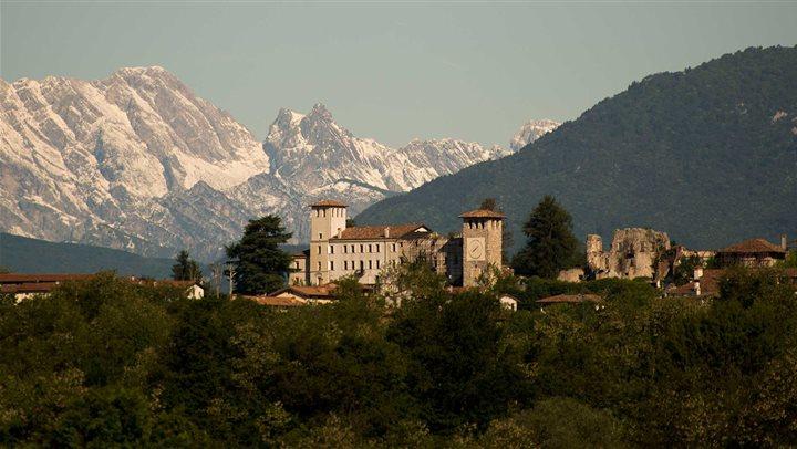 Castello_Colloredo_di_Montealbano.jpg
